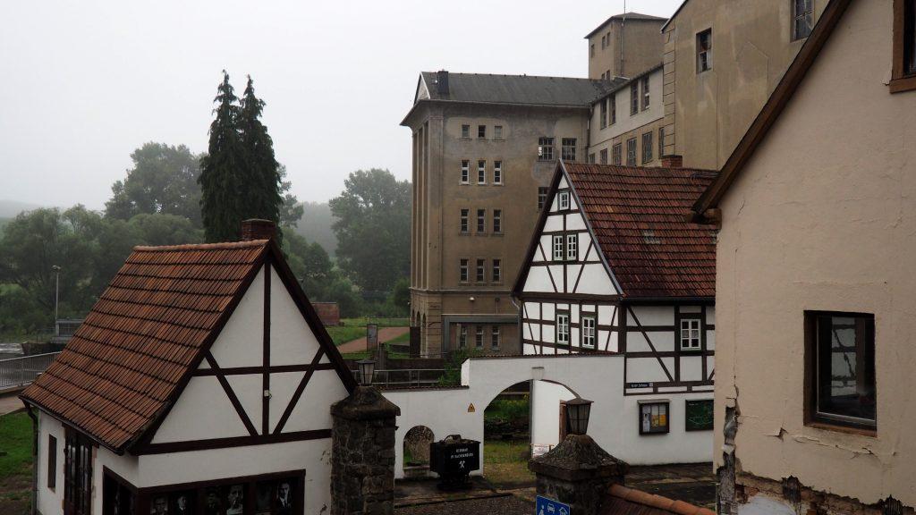 Fabrikgebäude im ehemaligen KZ Sachsenburg. Foto: sLAG